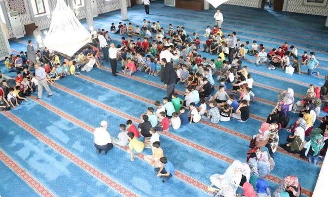 Yaz Kur`an kursu öğrencileri 15 Temmuz şehitlerini andı