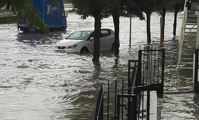 """Meteorolojiden """"kuvvetli"""" yağış ve rüzgâr uyarısı"""