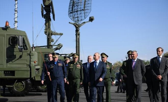 Putin'e özel tanıtım: Hipersonik Kinjal füzesiyle donatıldı