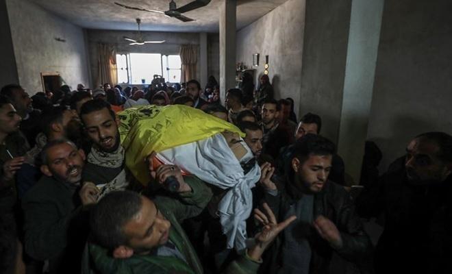 Gazze genç şehidini uğurladı