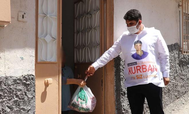 HÜDA PAR Gaziantep İl Başkanlığı Yasin Börü'nün yerine kurban eti dağıttı