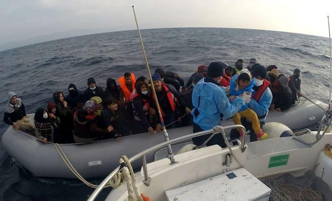 Çanakkale açıklarında 54 göçmen kurtarıldı