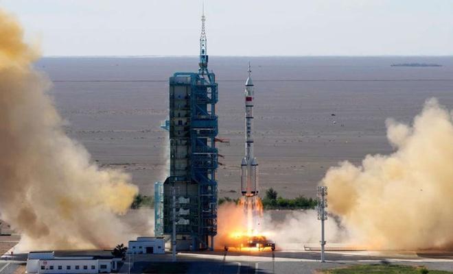Çin, uzay istasyonu inşaatı için ilk mürettebatı gönderdi