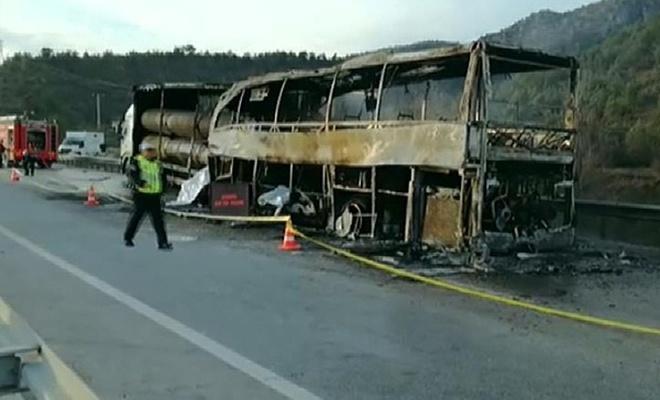 Çorum`da tır ile yolcu otobüsü çarpıştı: 13 ölü, 20 yaralı