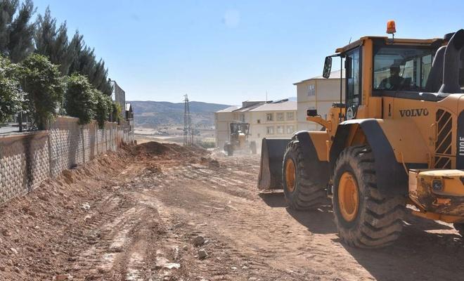 Siirt'te yol genişletme ve kavşak çalışmaları devam ediyor