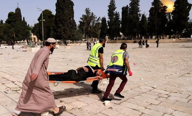 Terör rejimi Mescid-i Aksa'da Filistinlilere saldırıyor!