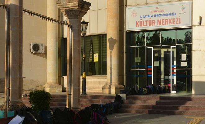 Öğrenciler eğitim ihtiyaçları için kütüphaneye akın ediyor