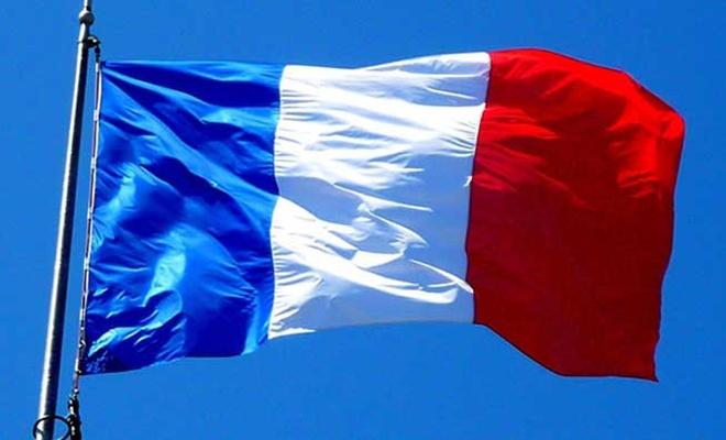 Fransa'da İslam düşmanlığı yasalaştı!