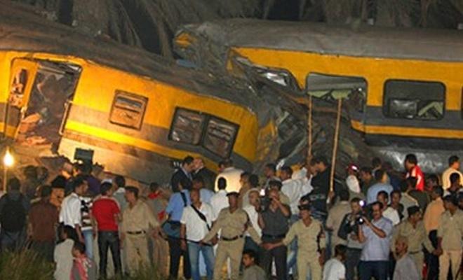 Mısır`da iki tren çarpıştı! Bilanço çok ağır