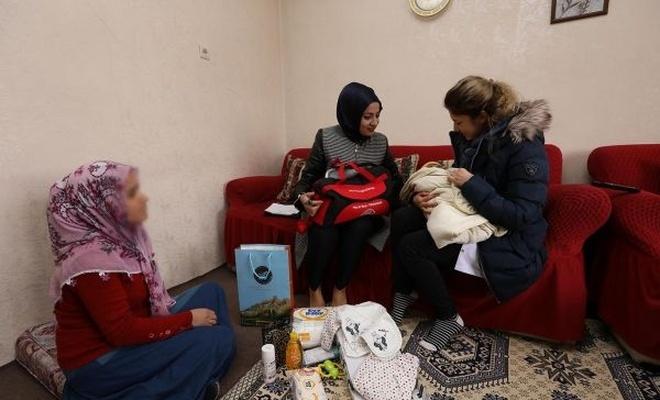 İpekyolu Belediyesi 60 yeni doğan bebek ziyaretinde bulundu