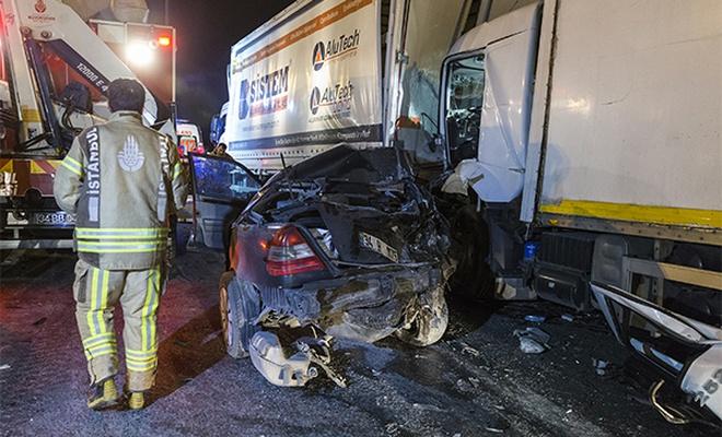 TEM Otoyolu`nda zincirleme trafik kazası: 1 ölü, 2 yaralı