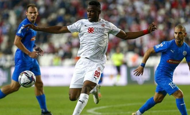 Rakibini eleyen Sivasspor, Play-Off'a yükseldi