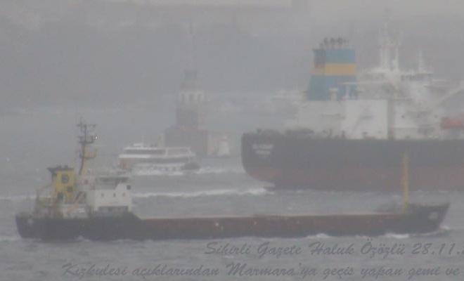 Sis yüzünden yüzlerce yük gemisi bekletiliyor