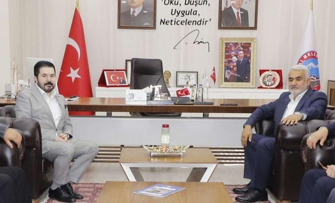 HÜDA PAR Genel Başkanı Yapıcıoğlu, Ağrı Belediye Başkanı Sayan'ı ziyaret etti