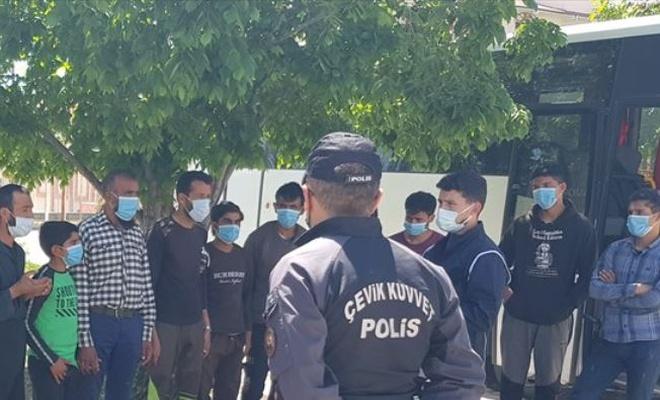Otobüsün bagajında 22 düzensiz göçmen yakalandı