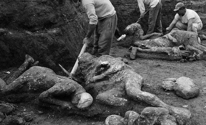 Pompei olayı ve taş kesilen insanlar