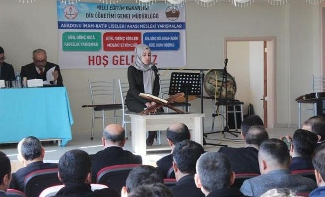 Öğrenciler Kur`an-ı Kerim`i güzel okumak için ter döktü