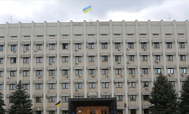 El bombası taşıdığını iddia eden kişi hükümet binasına girdi