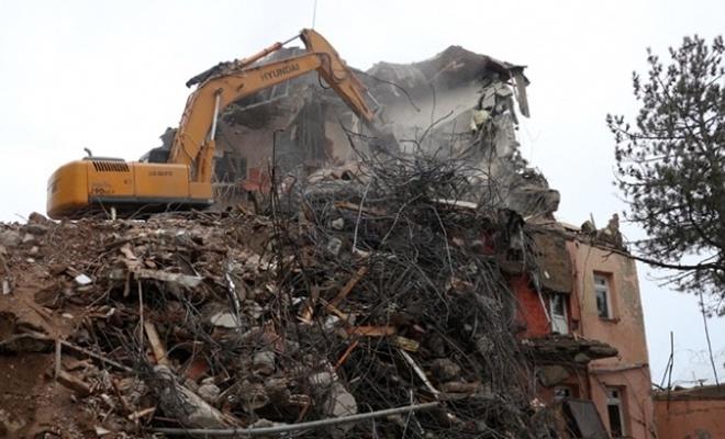 Elazığ'da ağır hasarlı 72 bina için yıkım kararı
