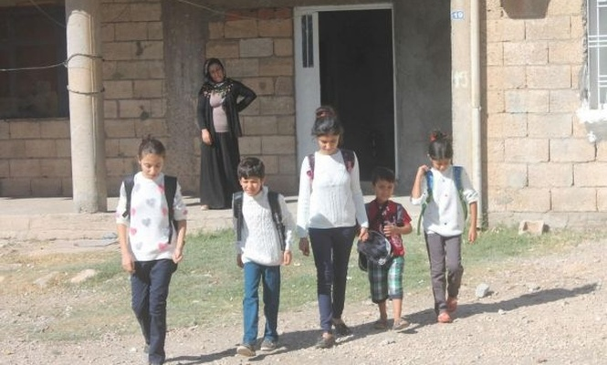 Help to brothers who did not have stationery supplies