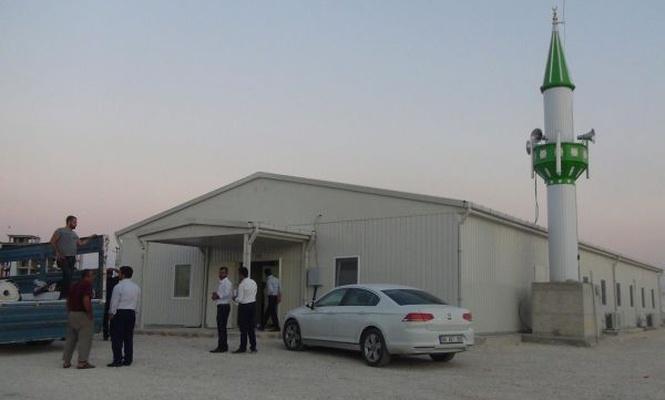 Depremde yıkılan camiler yeniden ibadete açıldı