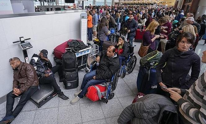 Binlerce yolcu havalimanında mahsur kaldı