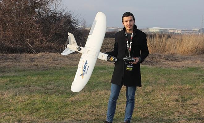 Bursalı genç, model uçak üretiyor