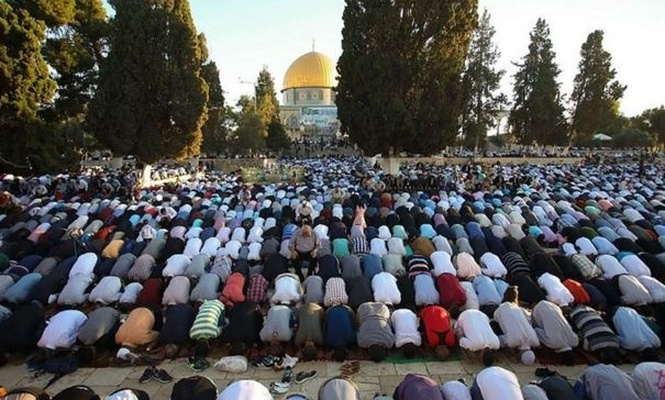 Tens of thousands of Palestinians perform Eid prayers at the Masjid al-Aqsa