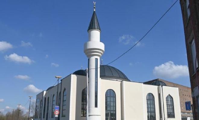 Fransa'da İslam düşmanları bir cami daha kapatılıyor
