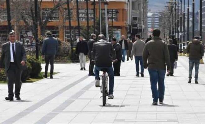 Virüs önlemi! 3 kişinin yan yana yürümesi yasak