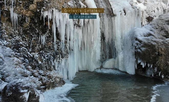 Buz tutan Girlevik Şelalesi'nde kartpostalık manzara oluştu