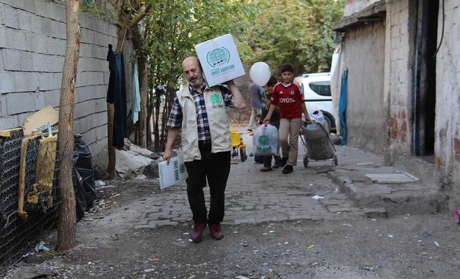 Umut Kervanı'ndan Mevlid Kandili dolayısıyla giyim ve gıda yardımı
