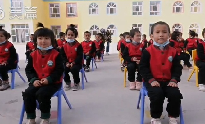 Asimilasyon:Çin'i seviyoruz diye bağıran Uygur çocukları