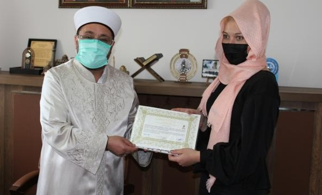 Kars'a gezmeye gelen Kırgız kadın Müslüman oldu