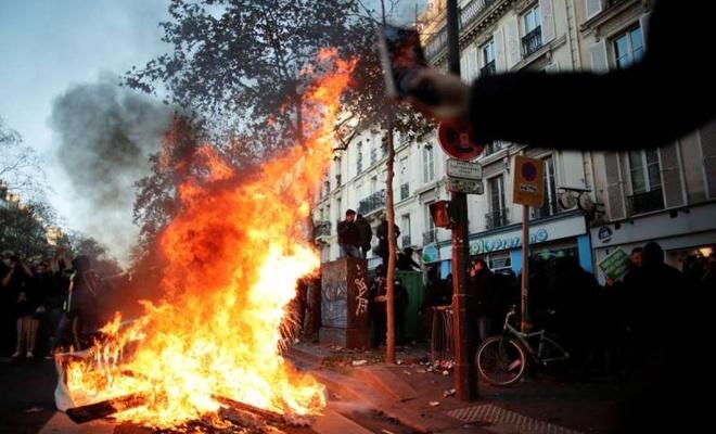 Paris yanıyor!