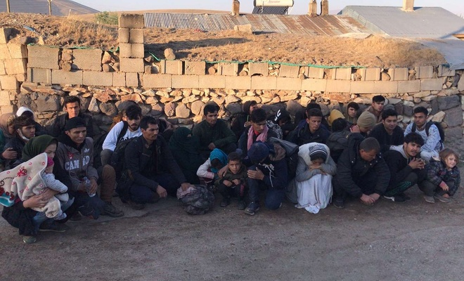 Yakalanan 34 göçmenin yanlarındaki kayıp çocuk ailesiyle buluşturuldu