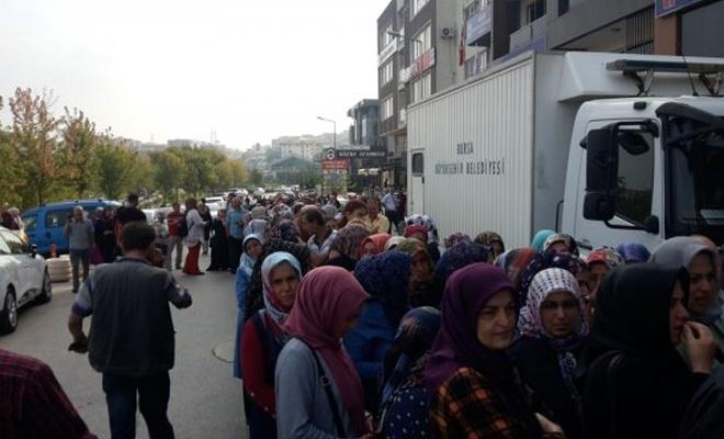 İŞ-KUR'un önünde TYP kuyruğu!