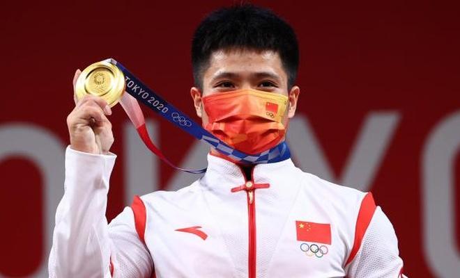 Çinli halterden iki olimpiyat rekoru