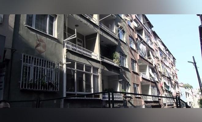 Bağcılar'da iki bina boşaltıldı