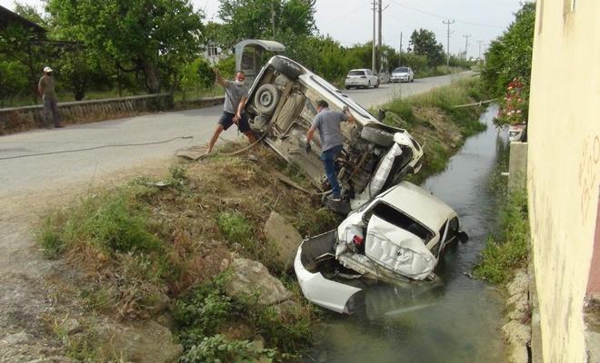 Antalya'da kaza yapan araçlar sulama kanalına uçtu
