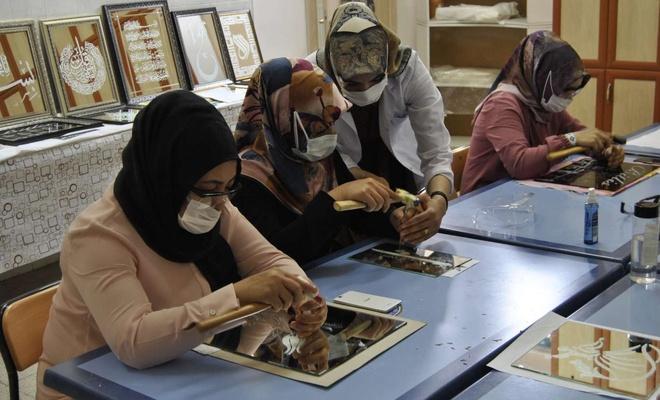 Bitlisli kadınlar ayna işleme sanatıyla aile bütçelerine katkı sunuyor