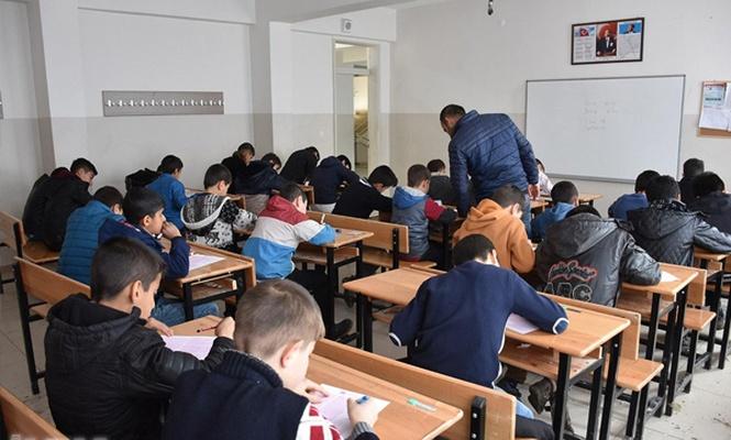 Şırnak`ta binlerce kişi Siyer Sınavı`na katıldı