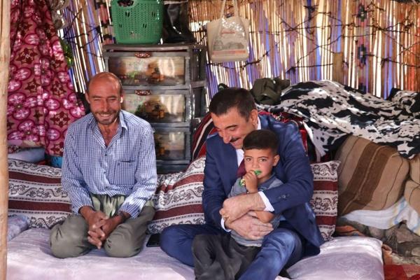 Vali Hacıbektaşoğlu Çemikari Yaylası'nda konaklayan göçerleri ziyaret etti