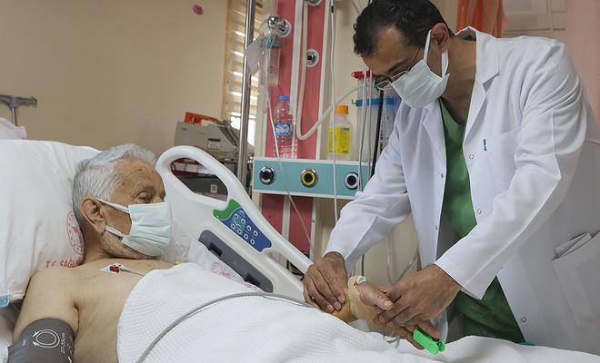 88 yaşındaki hastaya 'başparmak anjiyografi' yapıldı