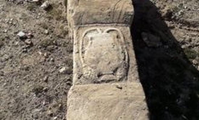 Eskişehir'de hafriyattan mermer lahit çıktı
