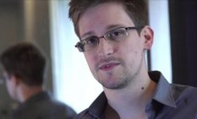 Rusya, eski CIA ajanı Snowden'a kalıcı oturma izni verdi