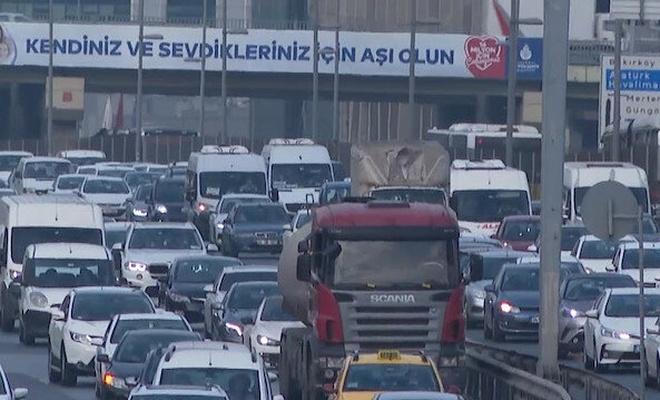 İstanbul trafiğinde son durum! Bir çok güzergahta yoğunluk var