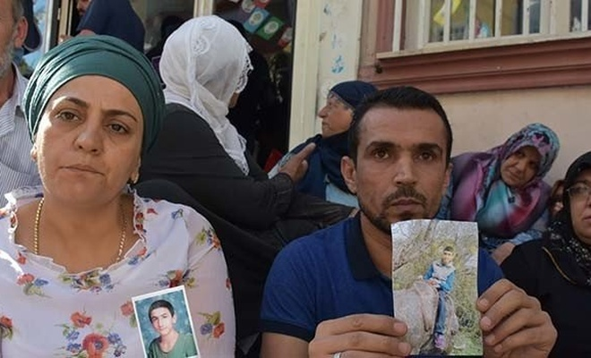 İki aile daha Diyarbakır'daki oturma eylemine katıldı