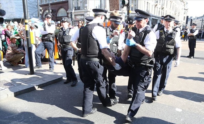 Londra'da 'işgal' gözaltıları sayısı gittikçe artıyor