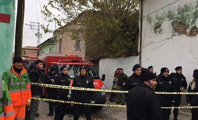 Konya'da 2 katlı bina çöktü